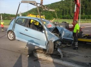PW Brand nach Verkehrsunfal