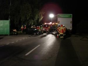 Verkehrsunfall, 1 Person eingeklemmt