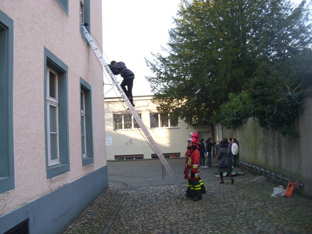Schulhaus Übung