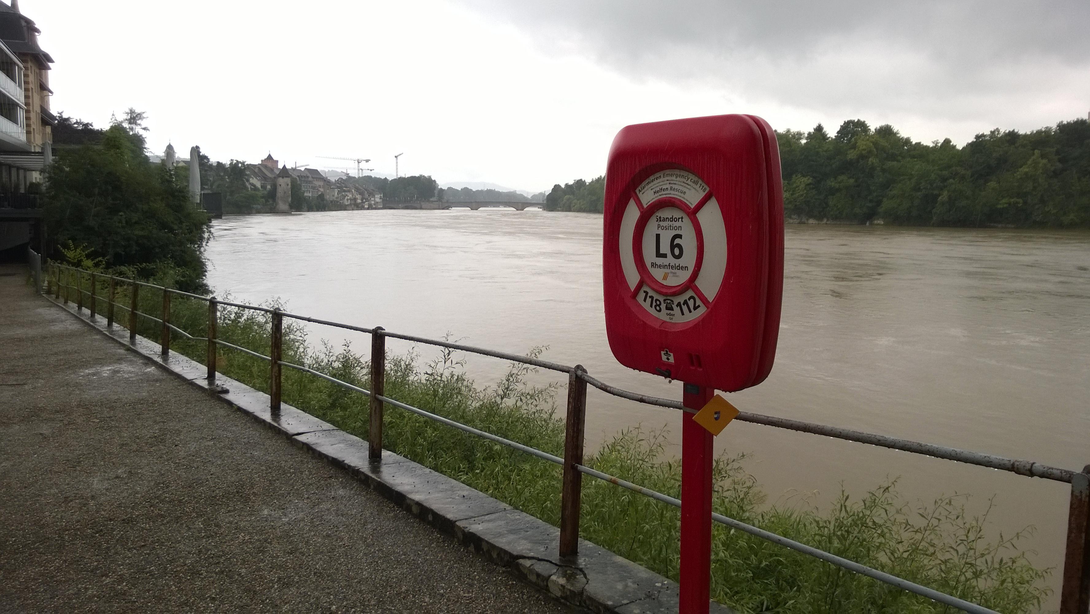 Medienmitteilung: Vandalenakt an Rheinfelder Rettungskästen am Rhein