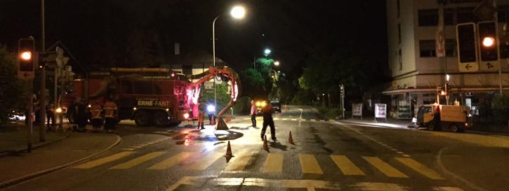 Wasserleitungsbruch und Verkehrsregelung