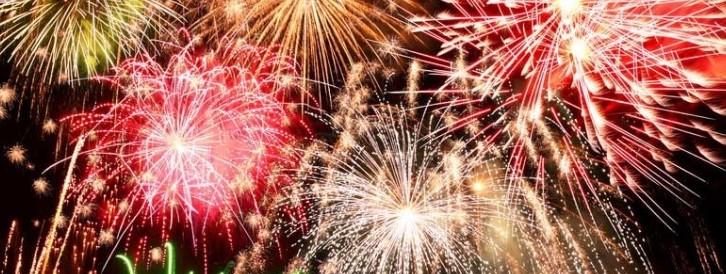 Feuerverbot im Wald und an Waldrändern bleibt bestehen.  Abbrennen von Feuerwerk im Wald und in Waldnähe verboten.